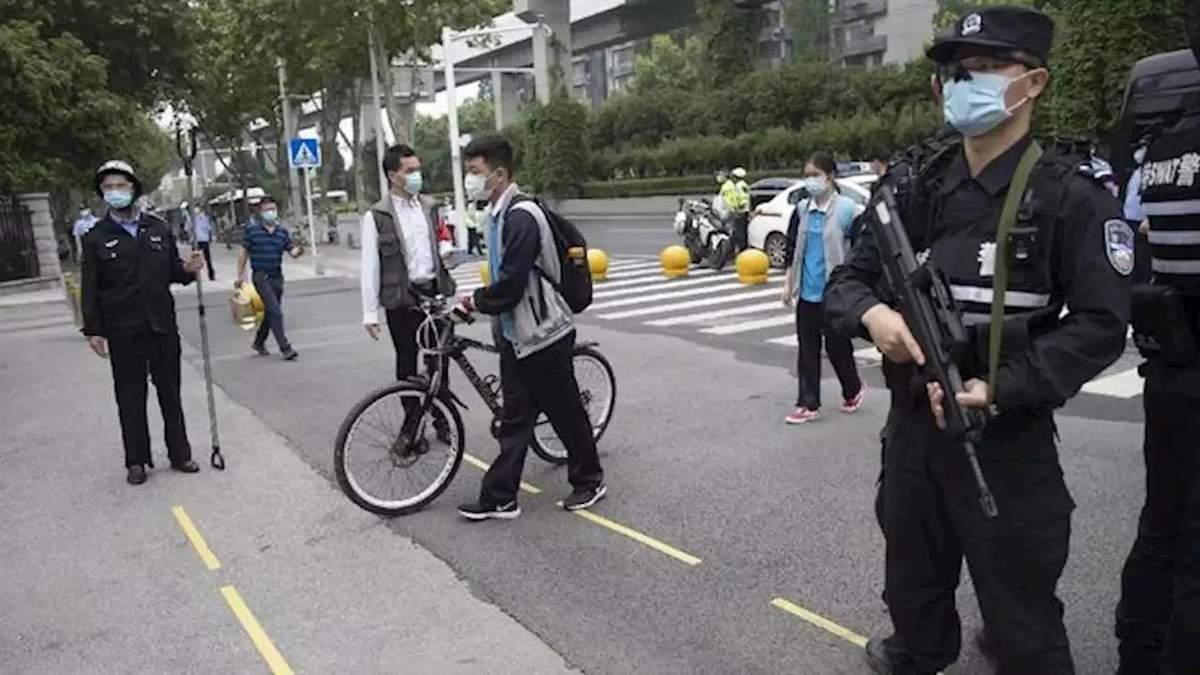 """В китайском городе Шулан ввели """"режим военного времени"""" для борьбы с COVID-19"""