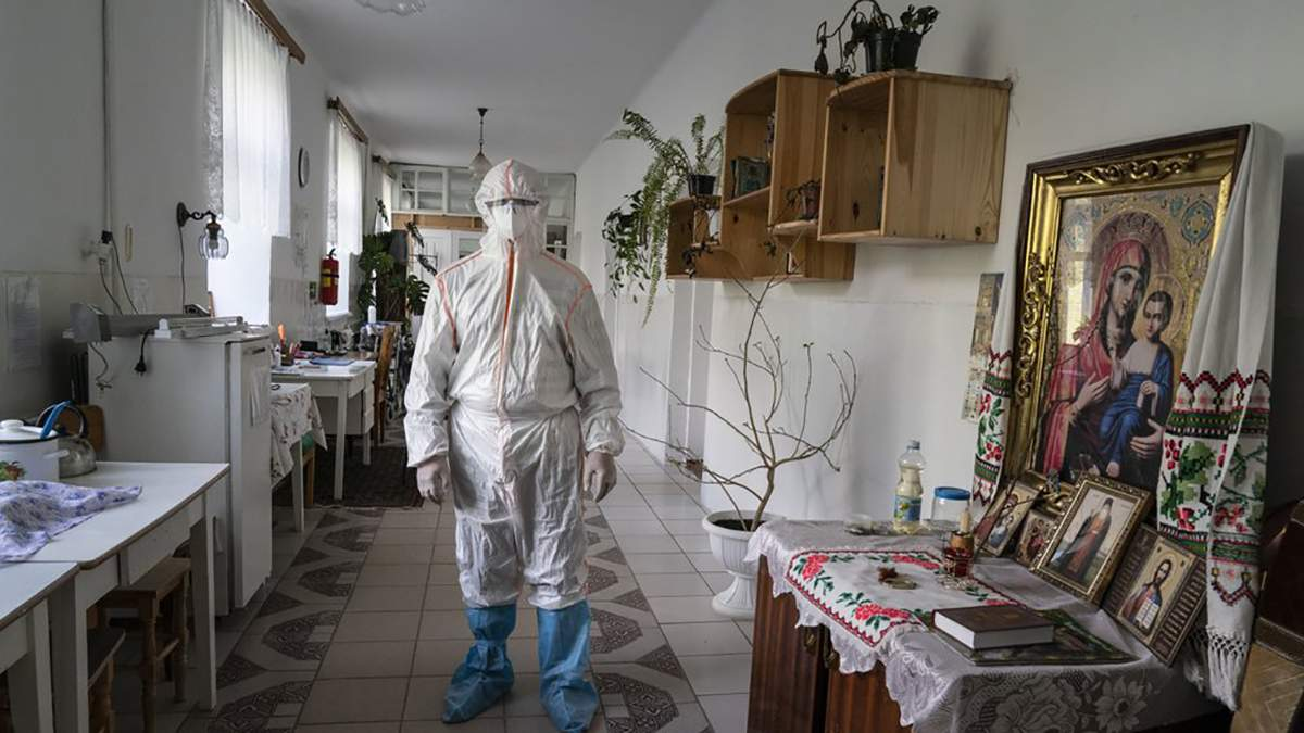 Коронавирус в Украине: журналисты AP показали ситуацию в украинских больницах во время эпидемии коронавируса