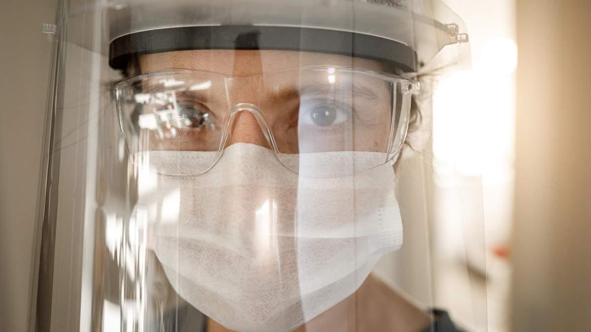 Украинские медики до сих пор не получили защитные костюмы из Китая