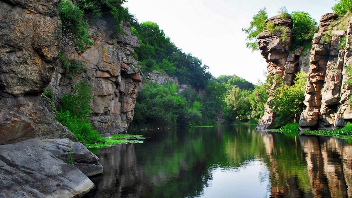 Куди поїхати, не перетинаючи кордон: дивовижні місця в Україні – захоплюючі фото
