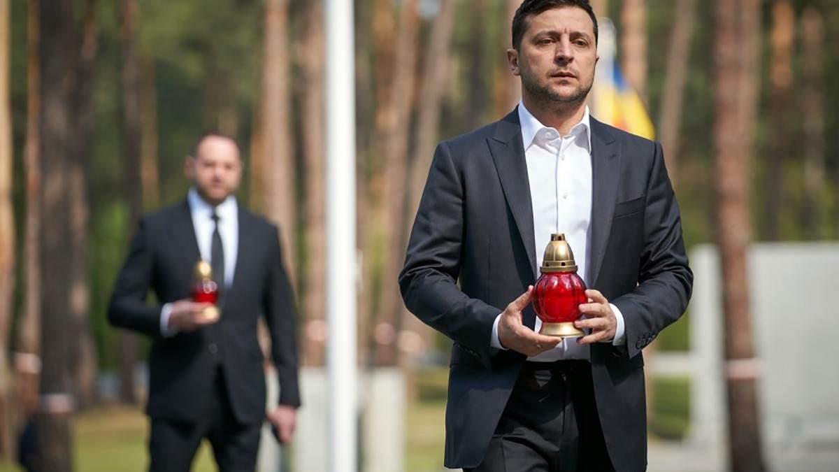 Зеленский почтил память жертв политических репрессий: фото