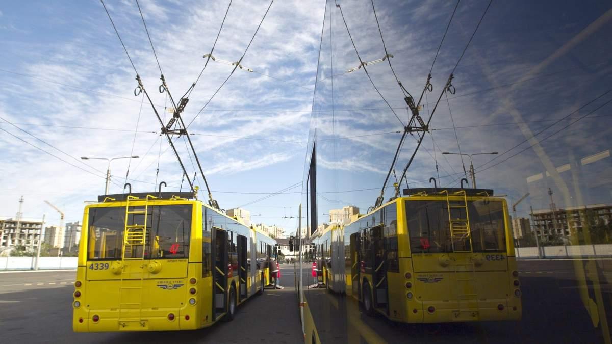 На Троєщині у Києві утворилися величезні черги на транспорт