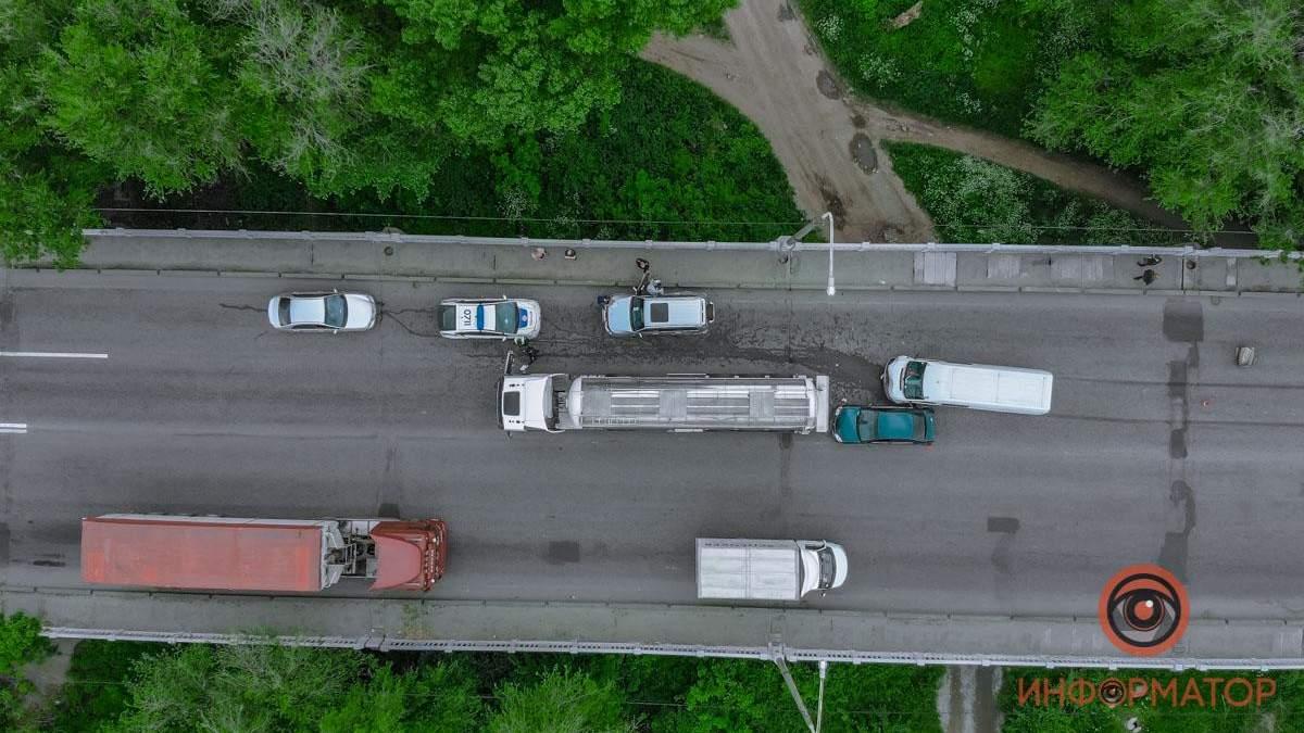 ДТП на Криворожском шоссе в Днепре: столкнулись 4 автомобиля - фото