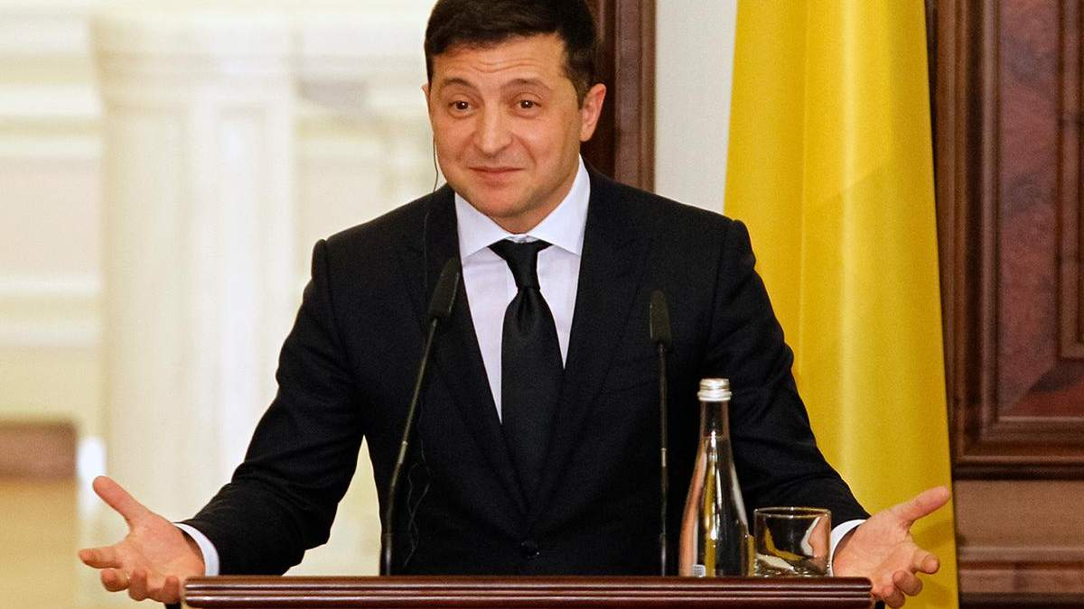 """Зеленський подарував вишиванку неіснуючому """"президенту Канади"""""""