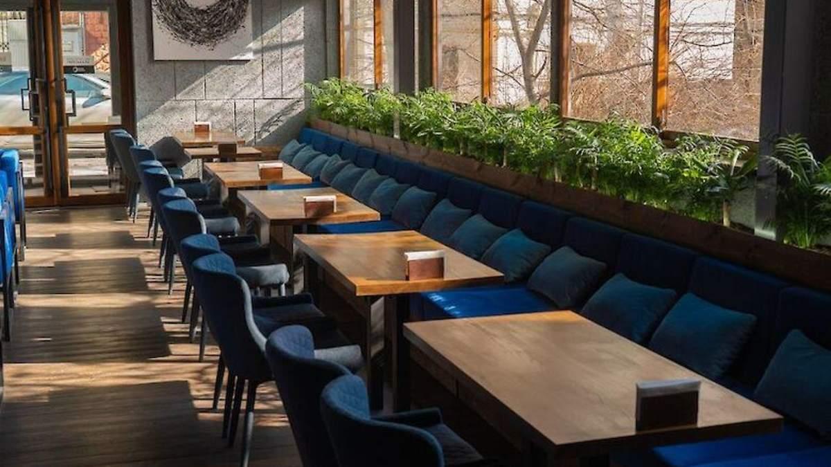 Коли готелі та кафе відновлять роботу: відомі дати
