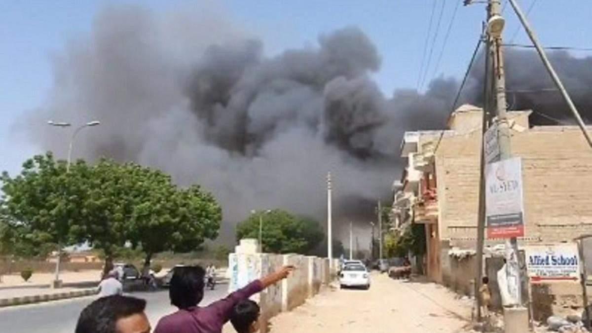 В Пакистане разбился самолет 22 мая 2020 - фото и видео