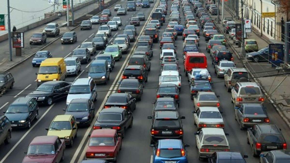 3 часа из центра Киева на Оболонь: столица остановилась в пробках