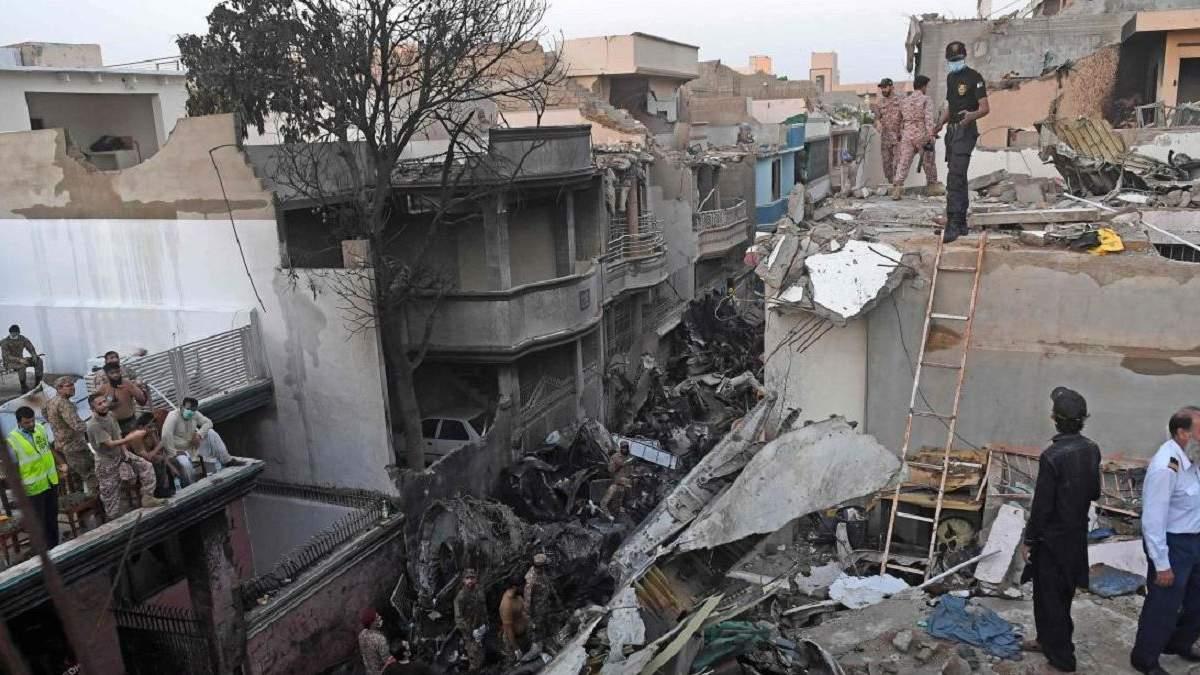 Украинцув не было на борту самолета, который разбился в Пакистане
