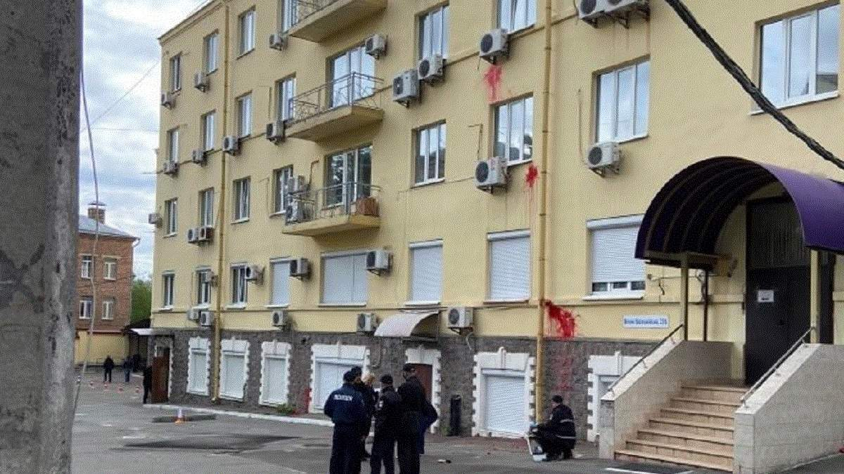 Сутички та вибух біля офісу Медведчука 23 травня : фото, відео