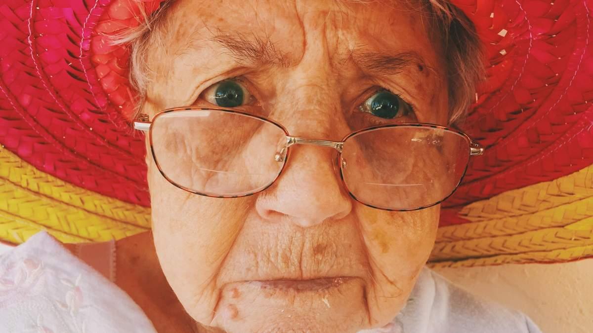 У Дніпрі бабуся, яку шукала поліція, ховалася за шторами у квартирі