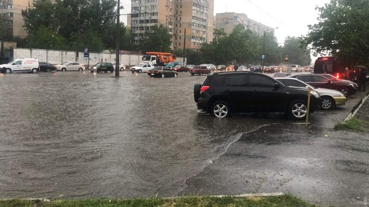 Злива в Одесі 28 травня 2020 - затоплені вулиці фото і відео