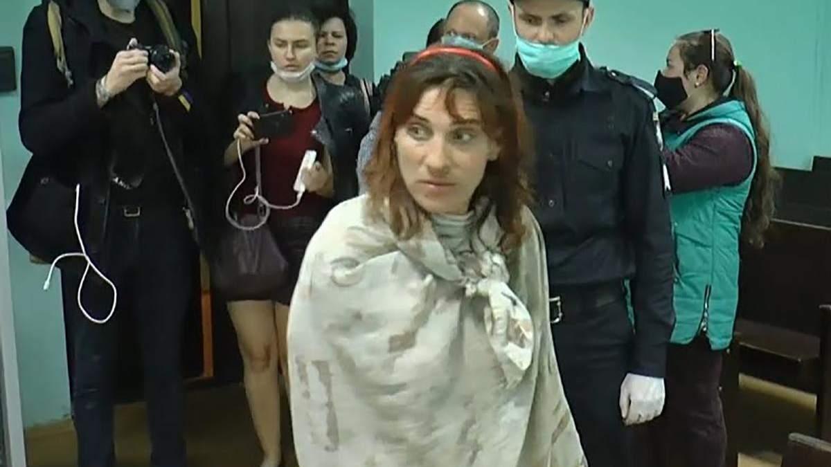 Суд залишив під вартою Тетяну П'янову, підозрювану у вбивстві доньки в Харкові