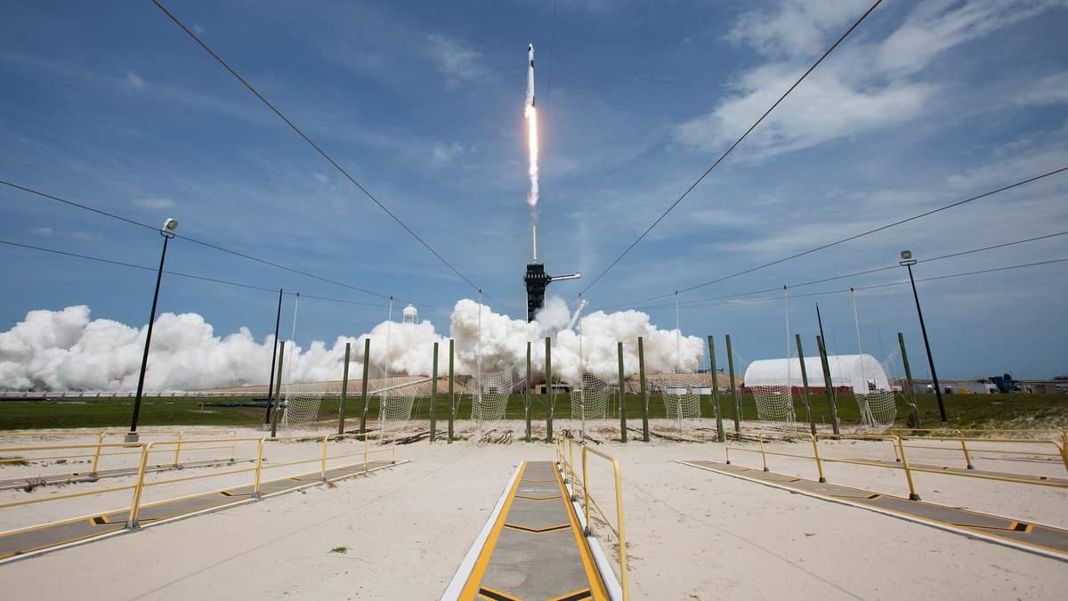 Старт Falcon 9 и Crew Dragon