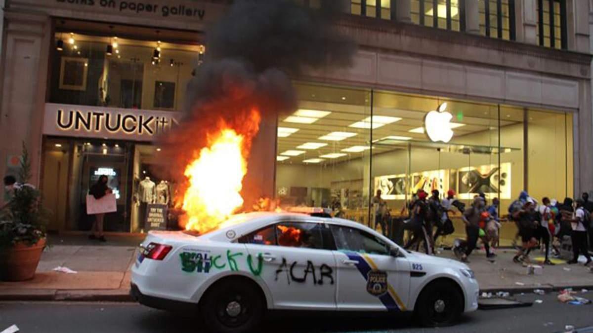 Пограбування Apple Store в США 30 травня 2020: відео
