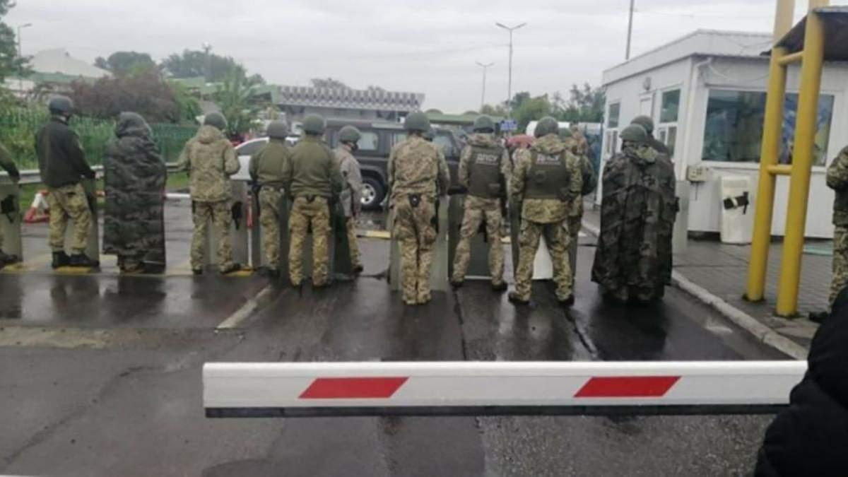 """Минфин назвал ситуацию с блокировкой КПП """"Тиса"""" попыткой ввоза контрабанды"""