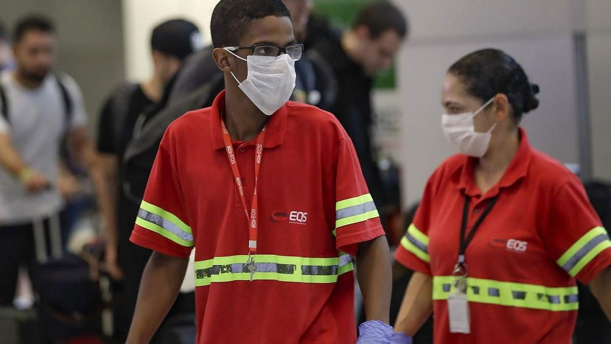 В Бразилии ежедневно фиксируют более 15 тысяч случаев коронавируса