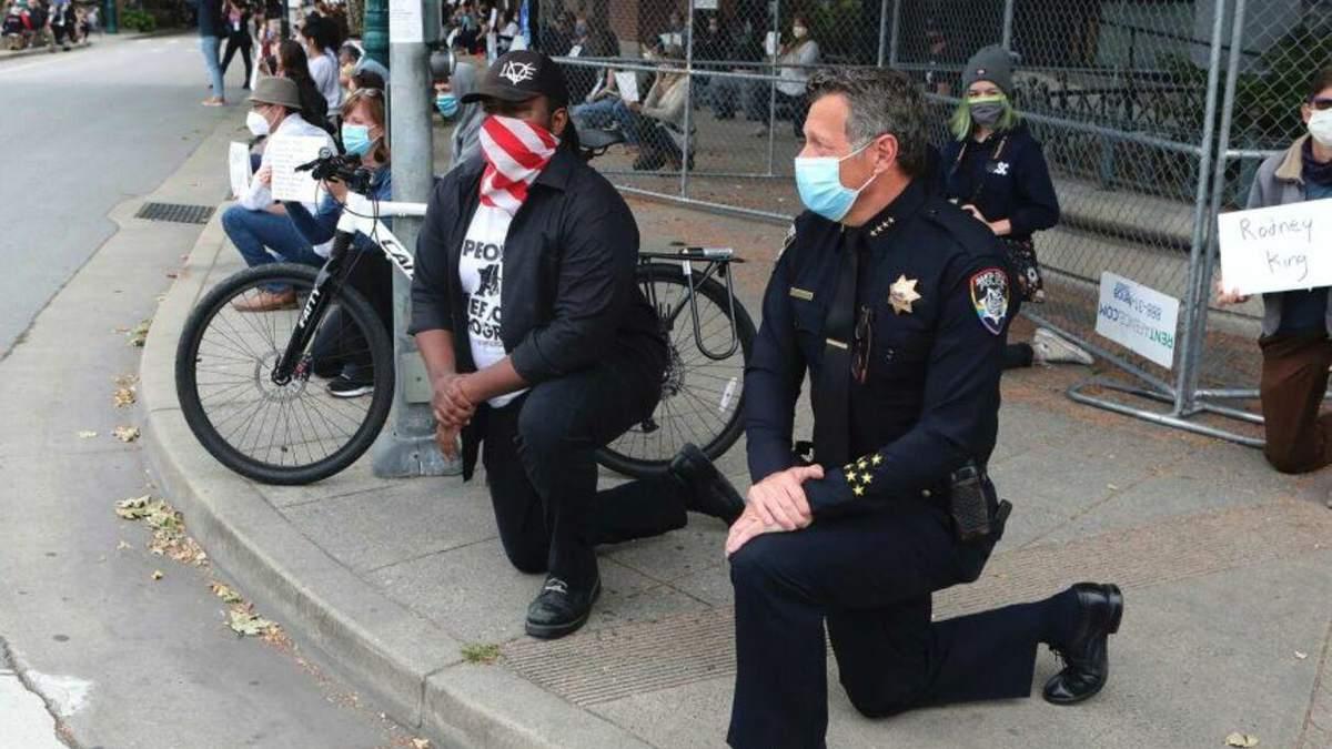 Протесты в США 2020: полиция присоединяется к акциям протеста - видео