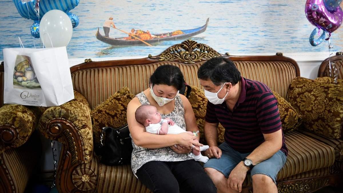 Детей суррогатных матерей наконец забрали иностранцы