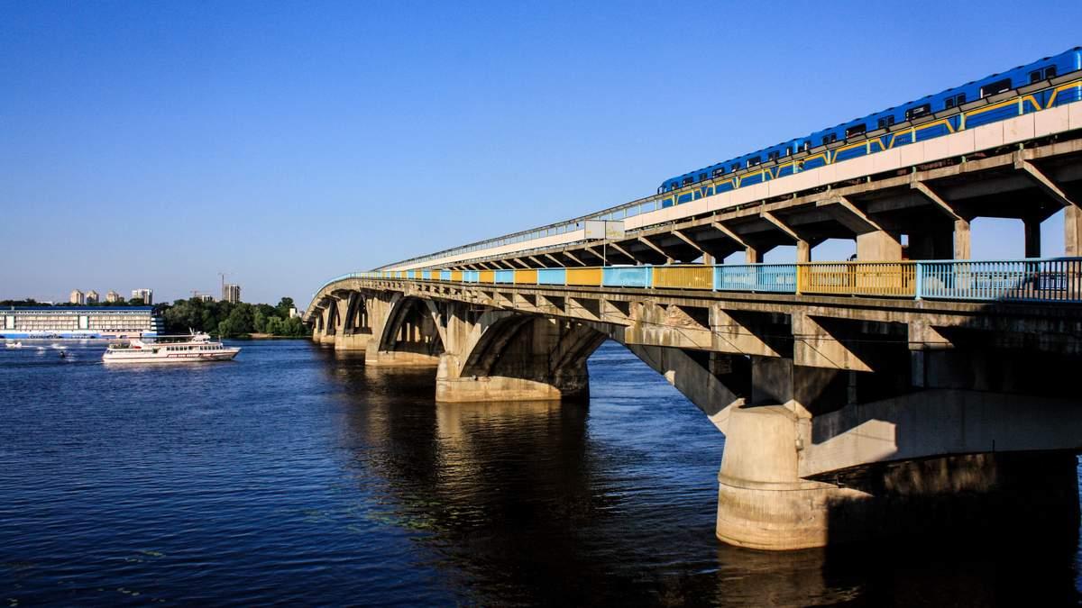 Мост Метро в Киеве угрожают подорвать не впервые