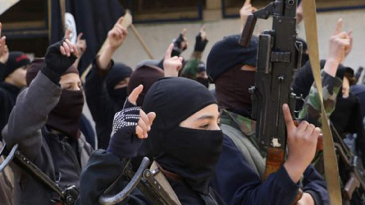 На Донбассе боевики вербуют несовершеннолетних украинцев