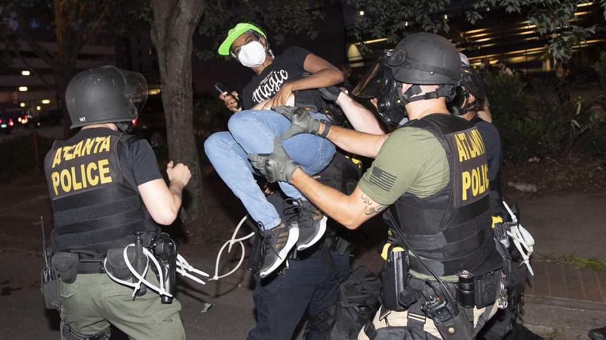 Протестующих возле Белого дома разогнали слезоточивым газом: там должен был выступить Трамп