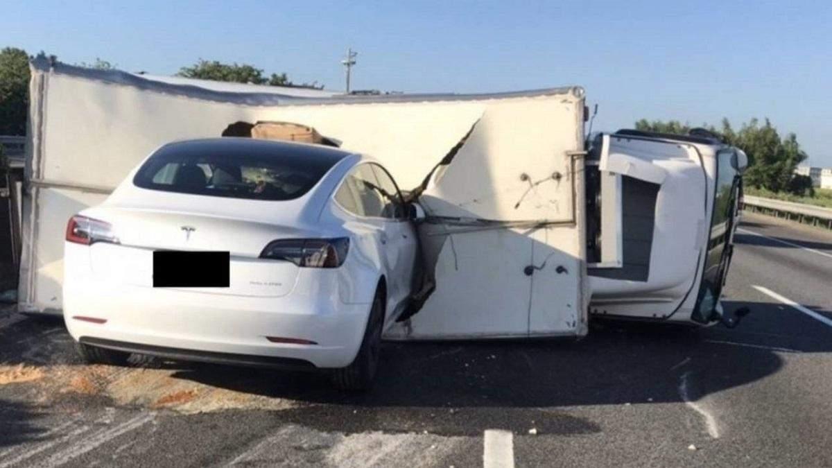 Авария с участием Tesla Model 3