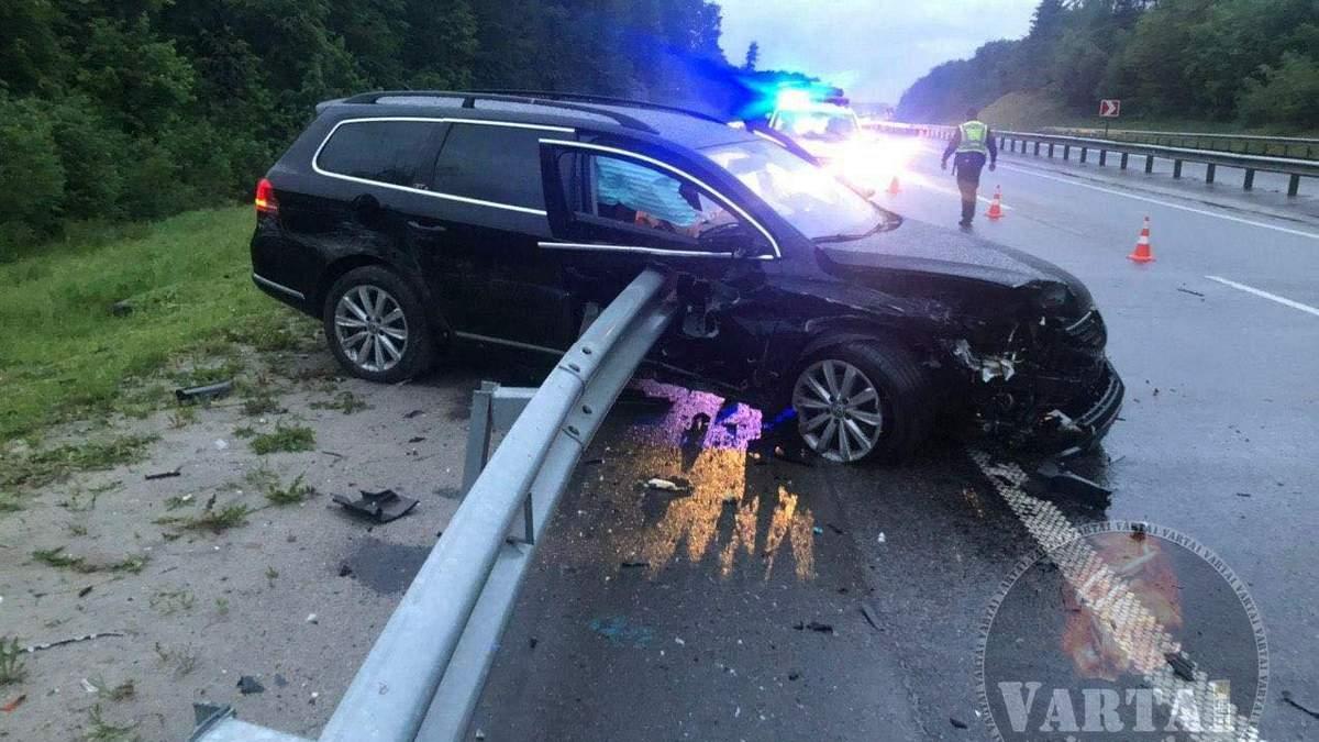 ДТП возле Львова: отбойник разрезал авто и водителя пополам – фото 18+