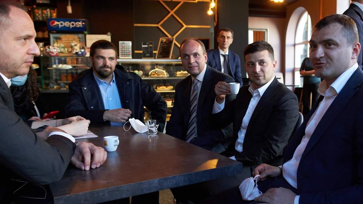 Зеленський порушив карантин у кав'ярні: чи загрожує президенту штраф
