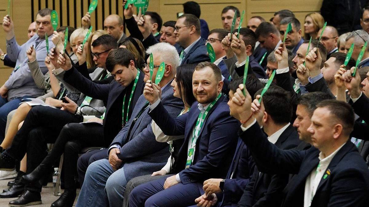 На праймериз в Киеве победит тот, кого за руку приведет Зеленский, – политтехнолог