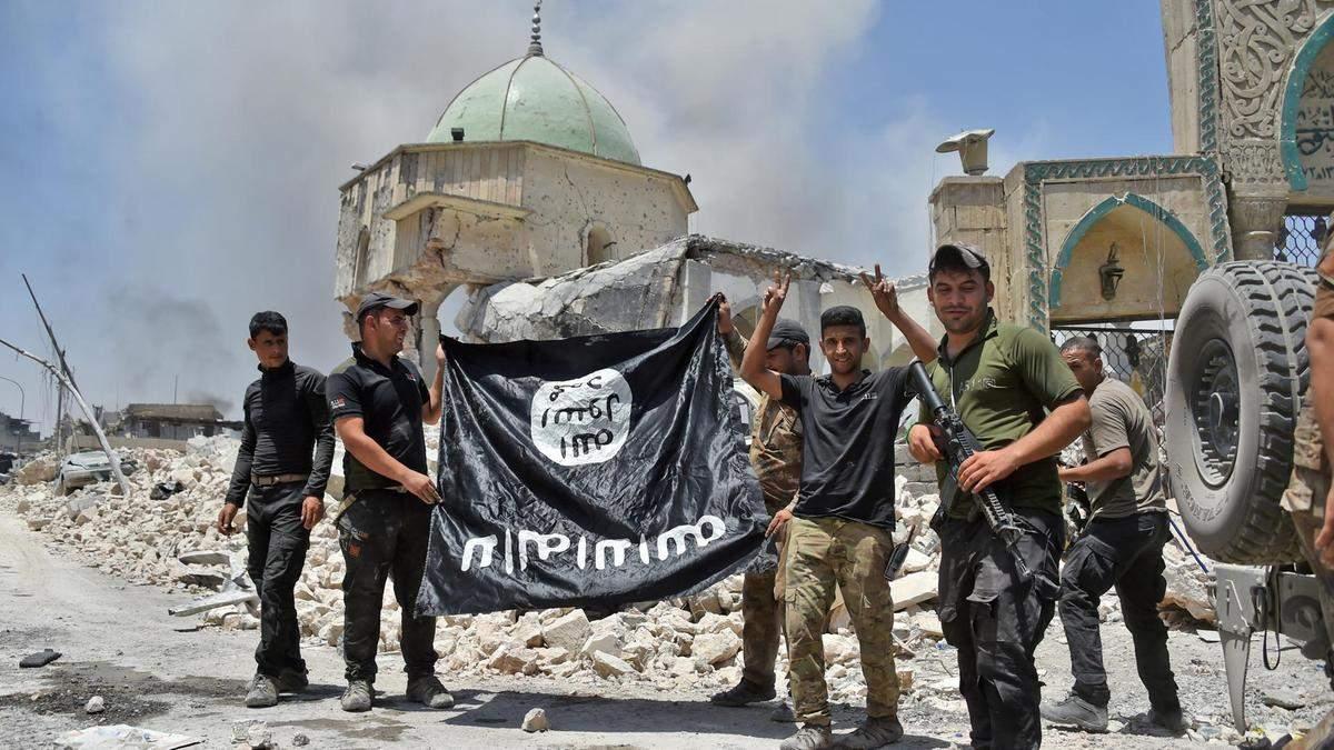 Солдати Іраку з прапором ІД