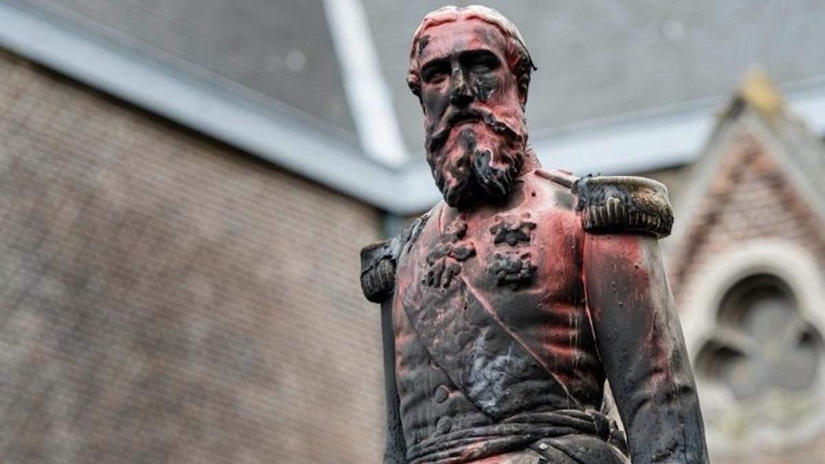 В Бельгии снесли памятник королю Леопольду ІІ: фото