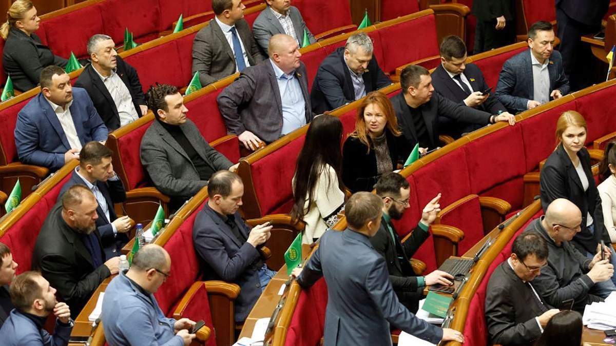 """Нардепы от """"Слуги народа"""" держатиналичными более миллиарда гривен"""