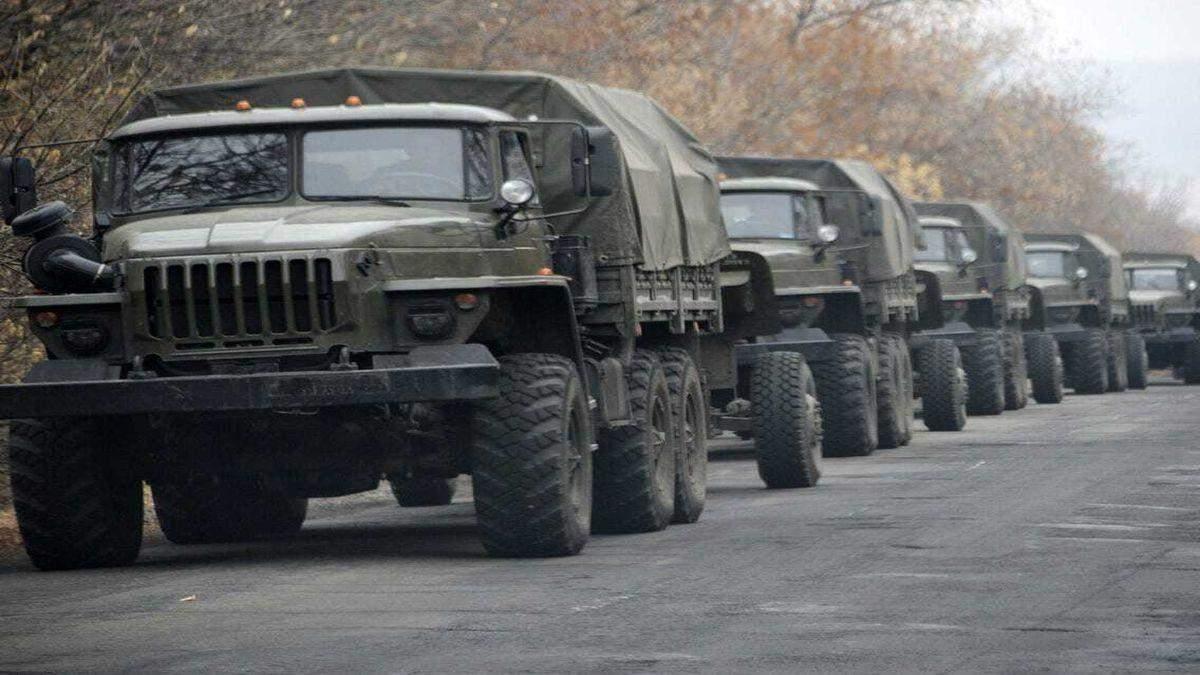 Російські військові вантажівки