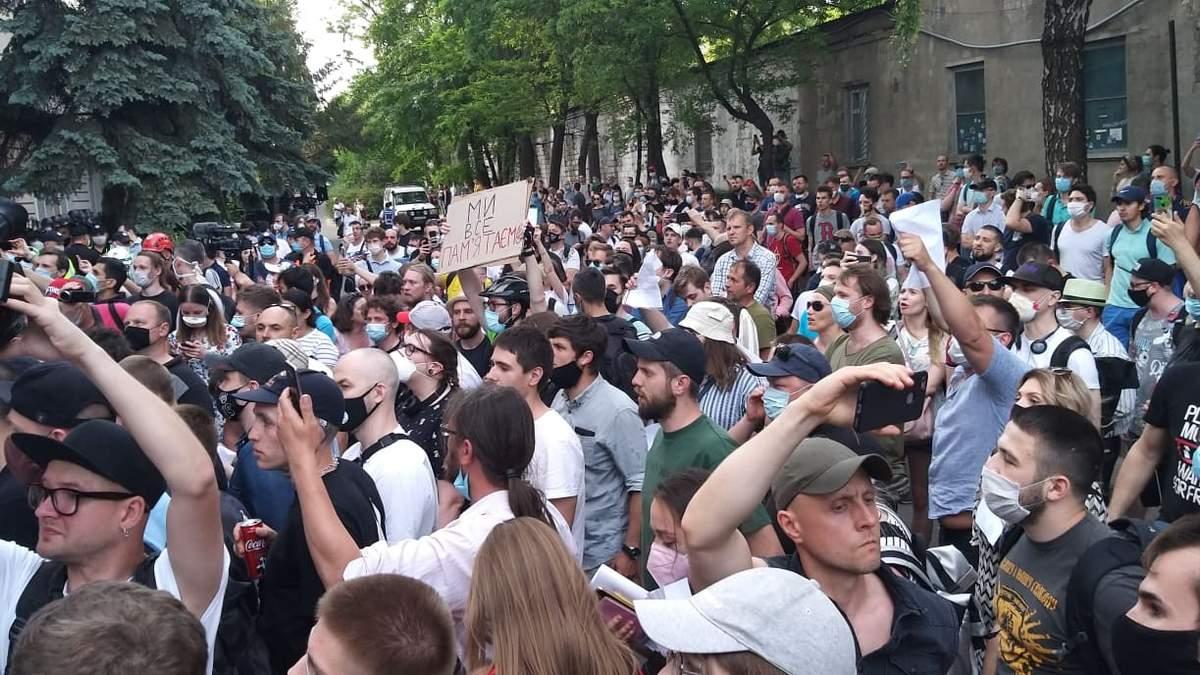 Избрание меры пресечения Стерненко: под судом обострились стычки