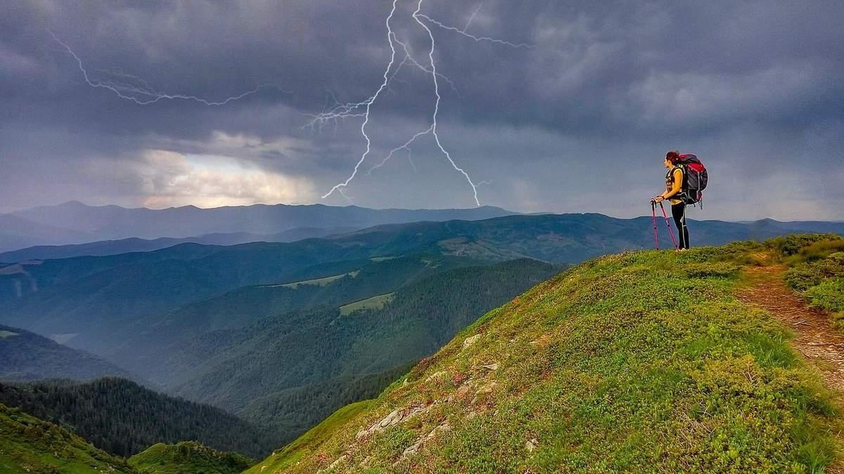 Негода в Карпатах призвела до загибелі туриста