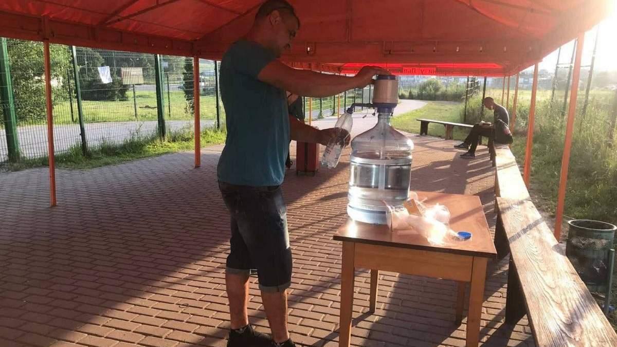 Черги на кордоні з Польщею: рятувальники встановили два намети