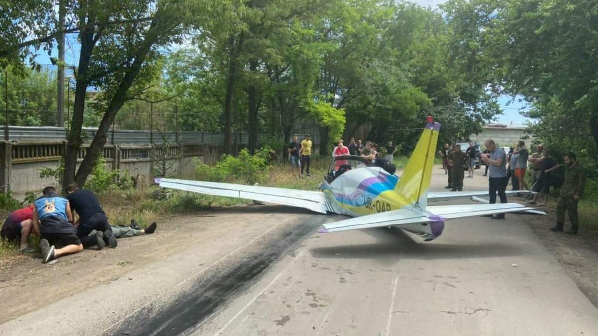 В Одессе упал самолет 17 июня 2020 возле Метро: есть жертвы – видео, фото