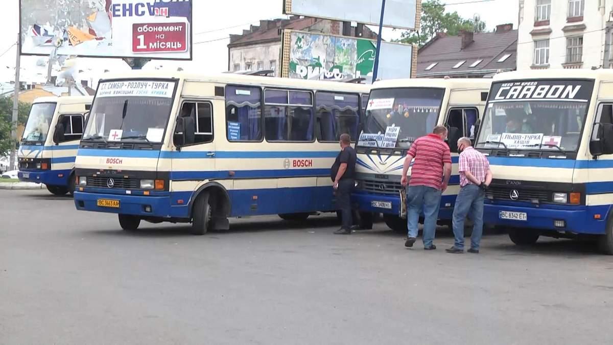 На Львовщине водители и пассажиры нарушают правила во время перевозок: видео