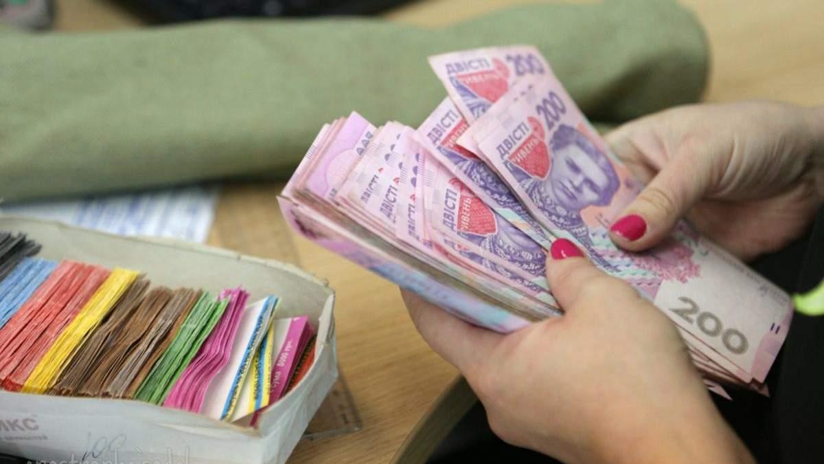 Зарплата в Україні зростати поки не буде
