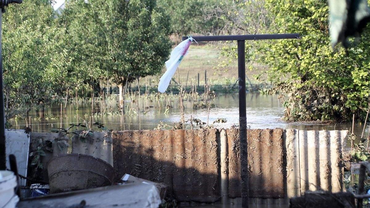 Затопило село Стара Некрасівка, обвалився будинок: фото, відео