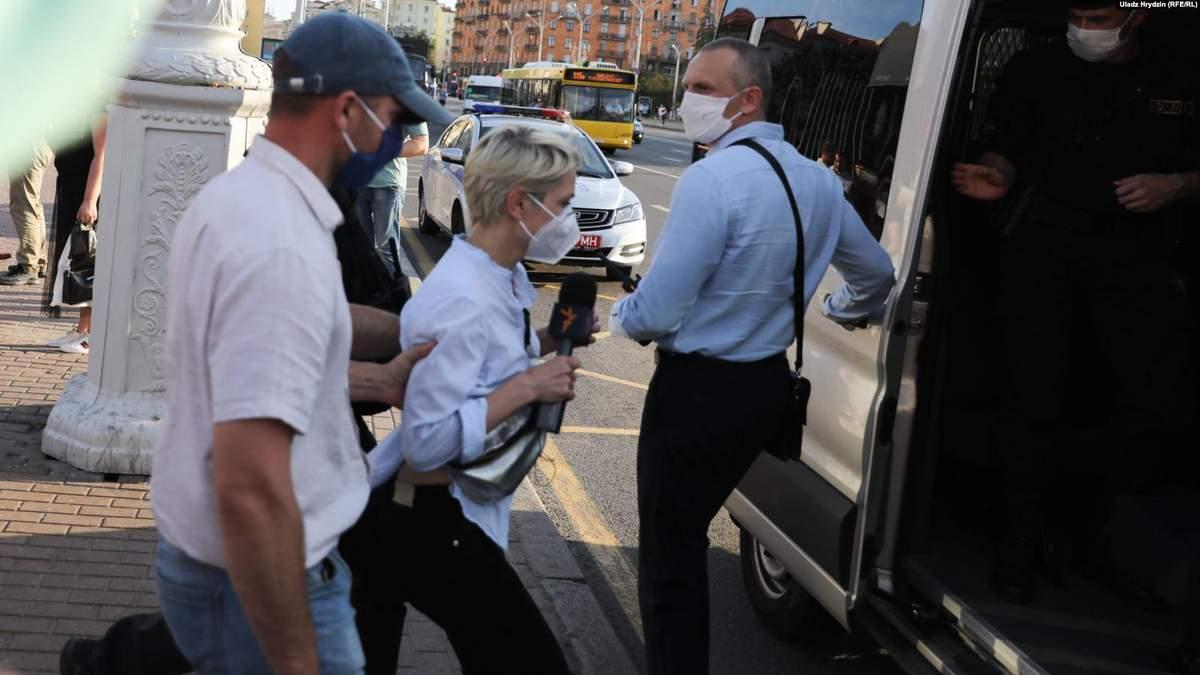 В Беларуси ОМОН задерживал журналистов, которые были в прямом эфире на акциях протеста: видео