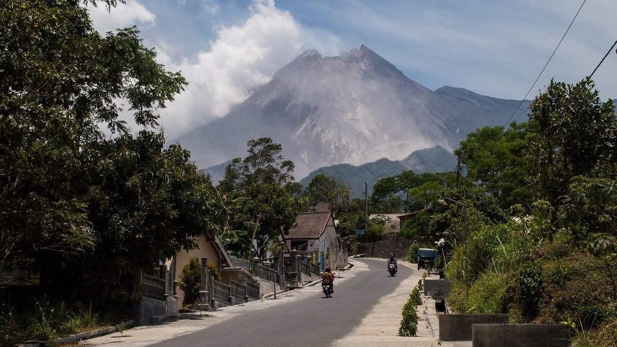 В Індонезії прокинувся вулкан Мерапі: вражаючі фото та відео