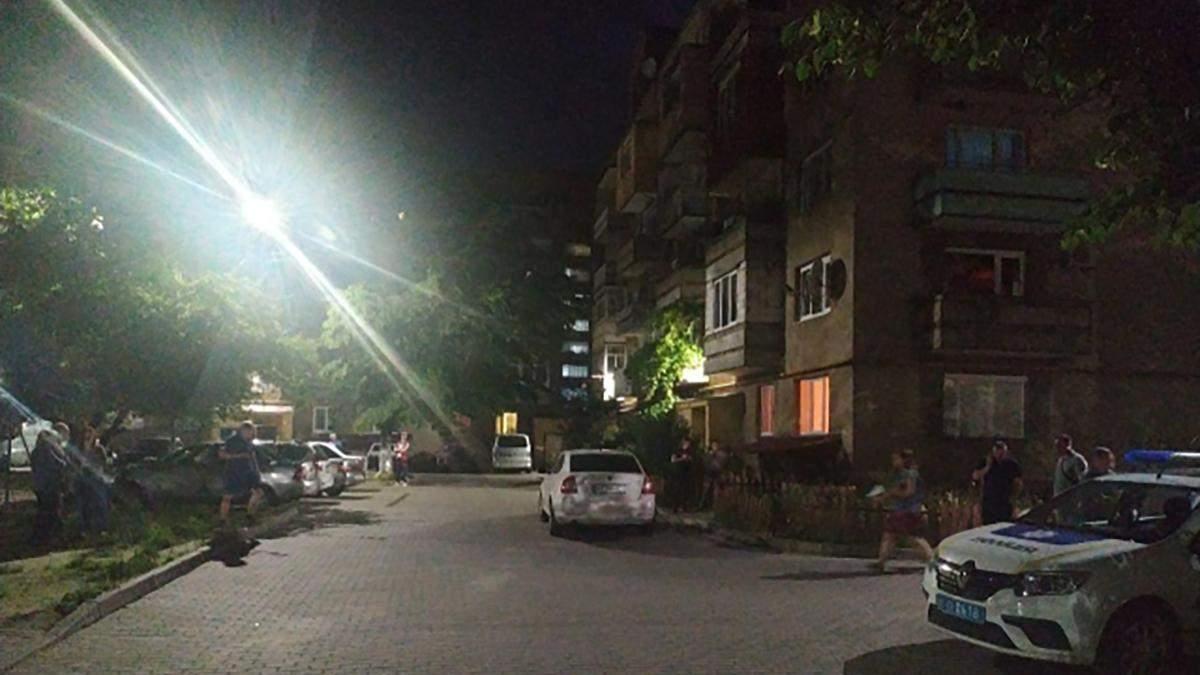 Стрілянина в Мукачеві біля житлового дому 22 червня 2020: відео