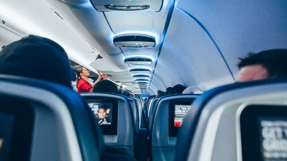 Алкоголь забороняють в літаках