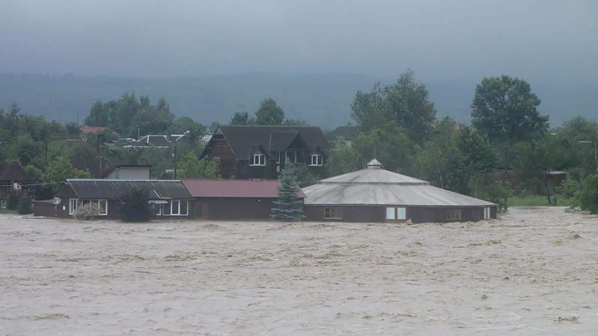Жахливі паводки на заході: Шмигаль і Аваков вилетіли на Прикарпаття
