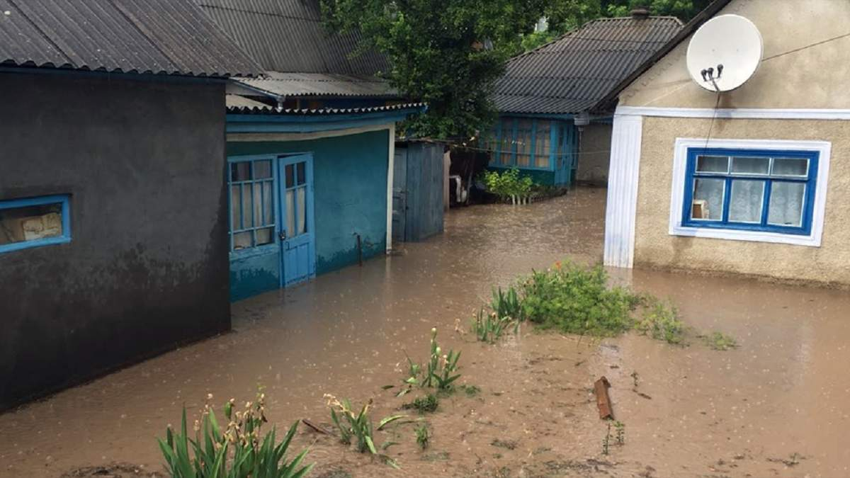Негода на Вінниччині: у Могилеві-Подільському підтоплює вулиці