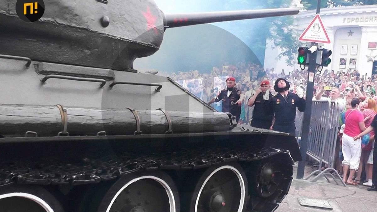 Парад у Севастополі 24.06.2020: танк ледь не в'їхав у глядачів