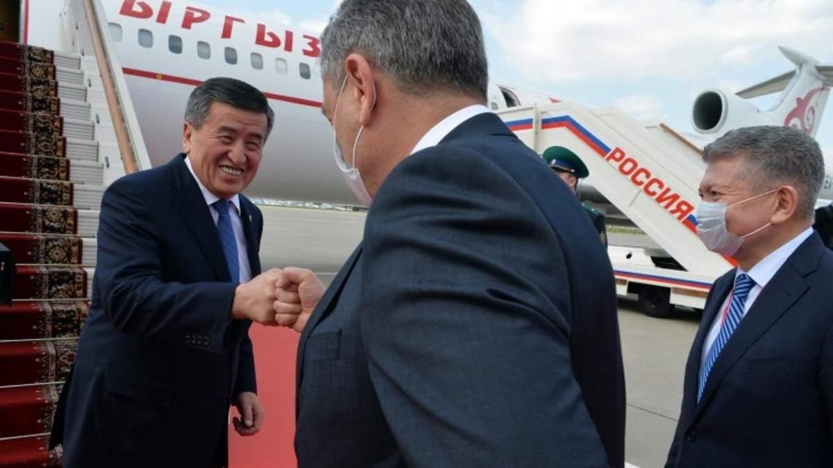 Сооронбай Жеенбеков в аеропорту Москви