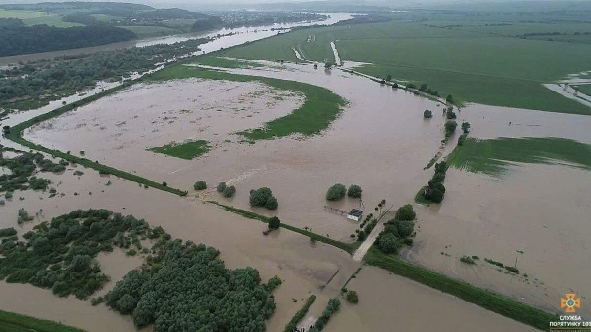 Негода на Тернопільщині: стався перелив через дамбу – фото