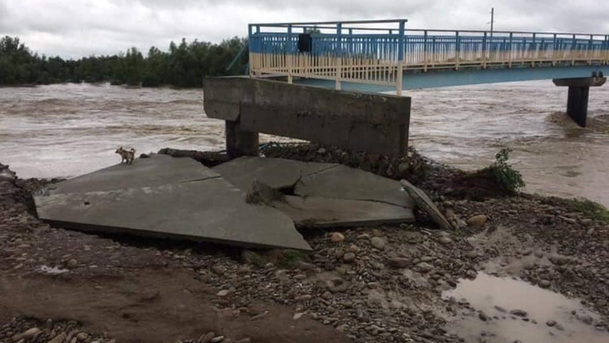 Наводнение Ивано-Франковск - смыло мост, который восстанавливали 7 лет